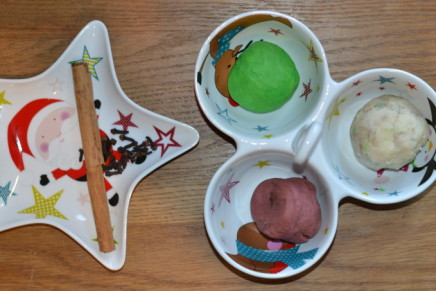 Christmas Spice Play Dough –  Match the smell to the spice