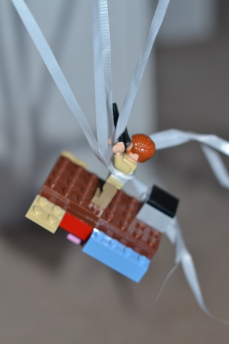 How many helium balloons to lift a LEGO man? - Science Sparks