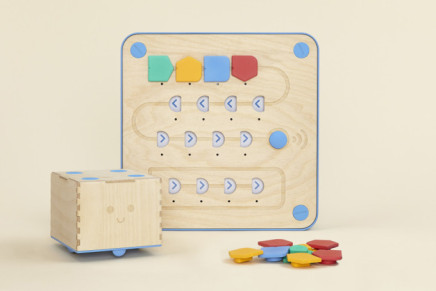 Cubetto Playset from Primo toys