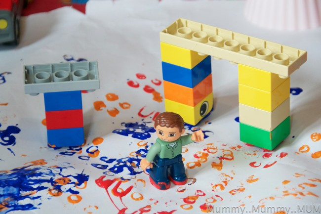 Duplo play ideas science sparks for Creative things to do with paint