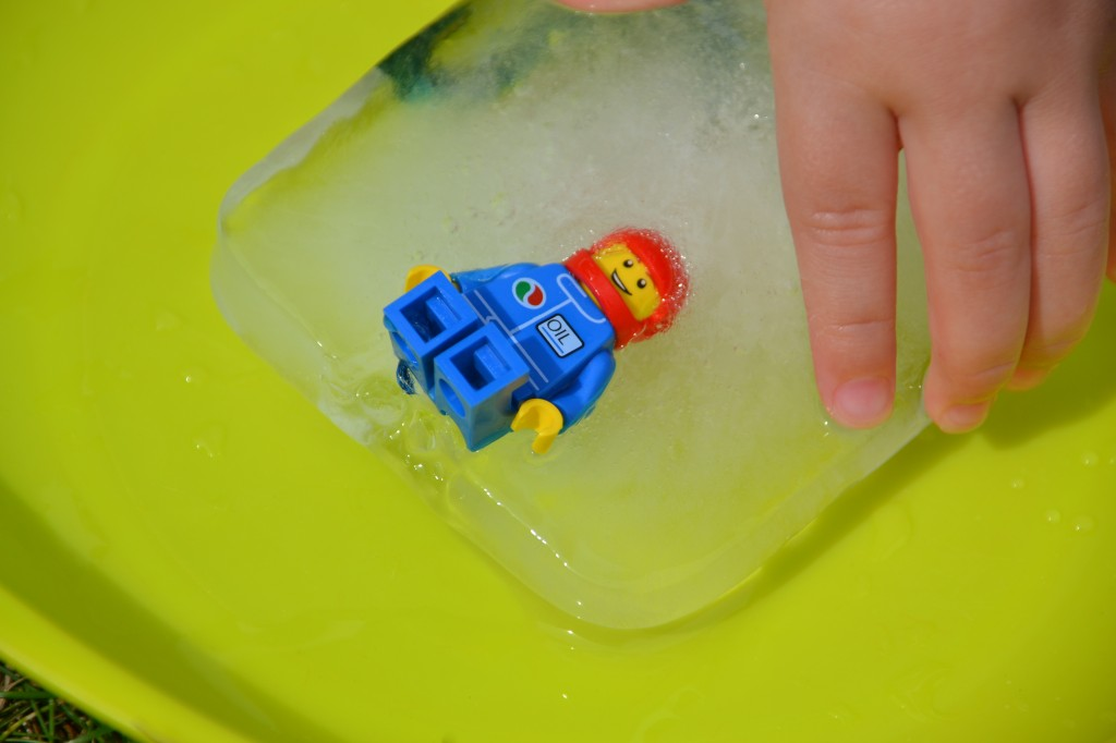 Easy LEGO ice excavation #LEGO #Scienceforkids