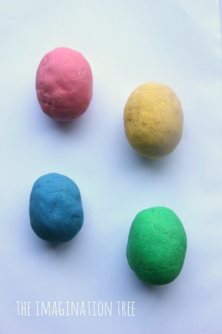 DIY-play-dough-surprise-eggs-666x1000