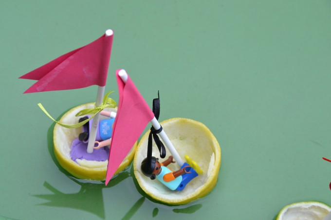 lemon boats with playmobil people inside #lemonboat #waterexperiments