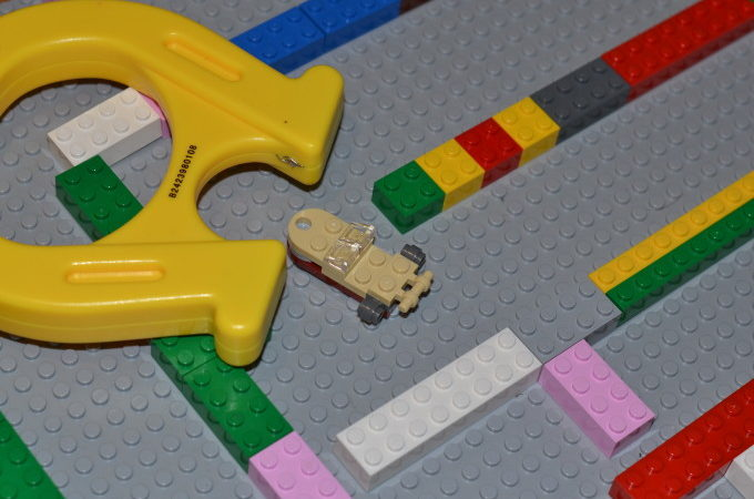 LEGO magnet maze