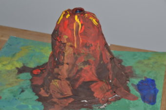How to make a reusable volcano