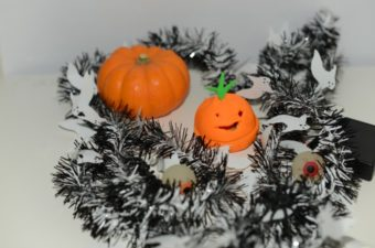 How to make a play dough light up pumpkin