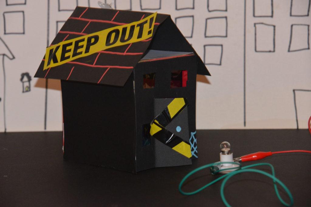 Halloween house with lightbulb circuit