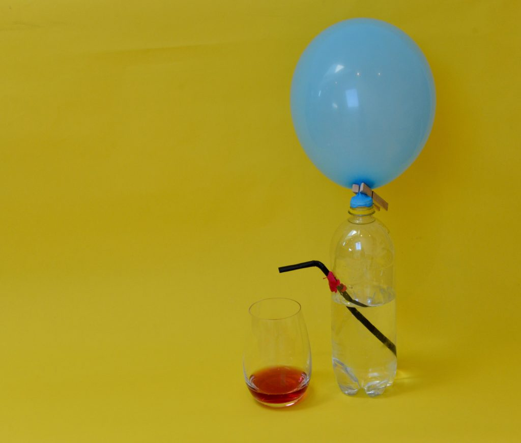 make a drinks dispenser - air pressure experiment for kids