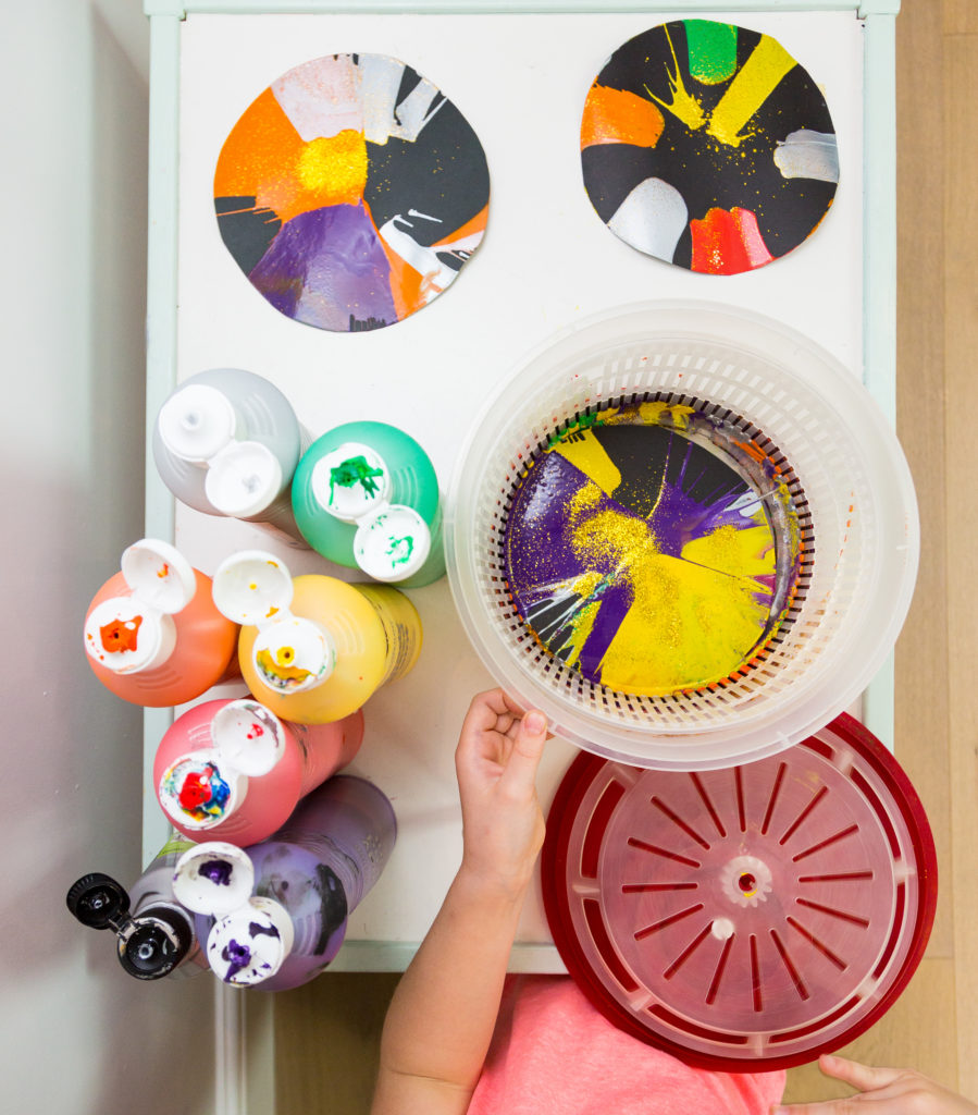 Easy firework craft - make spin art pictures using a salad spinner #fireworkcrafts #bonfirenightcrafts