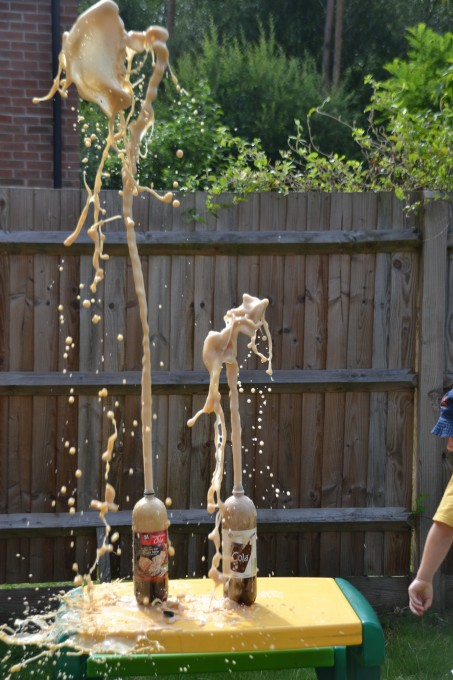 Coke and mento geyser #messyscience #scienceforkids