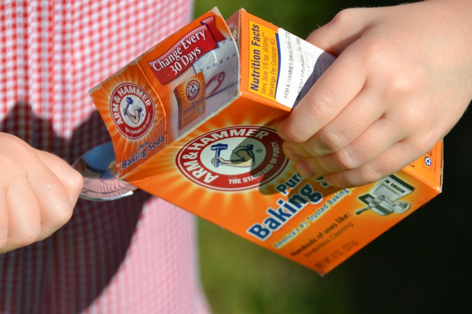 Baking Soda box - what is the baking soda and vinegar reaction - science for kids