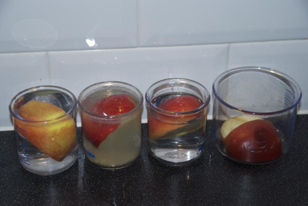 preserve apple by keeping them in vinegar