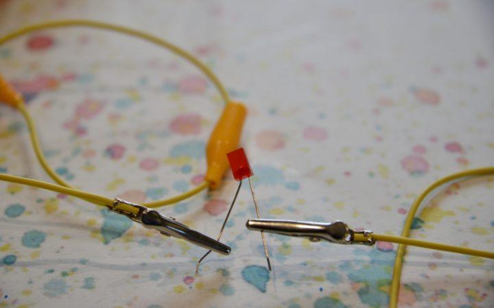 Lemon battery lighting an LED